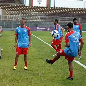 Jogadores da Portuguesa treinam no Canindé
