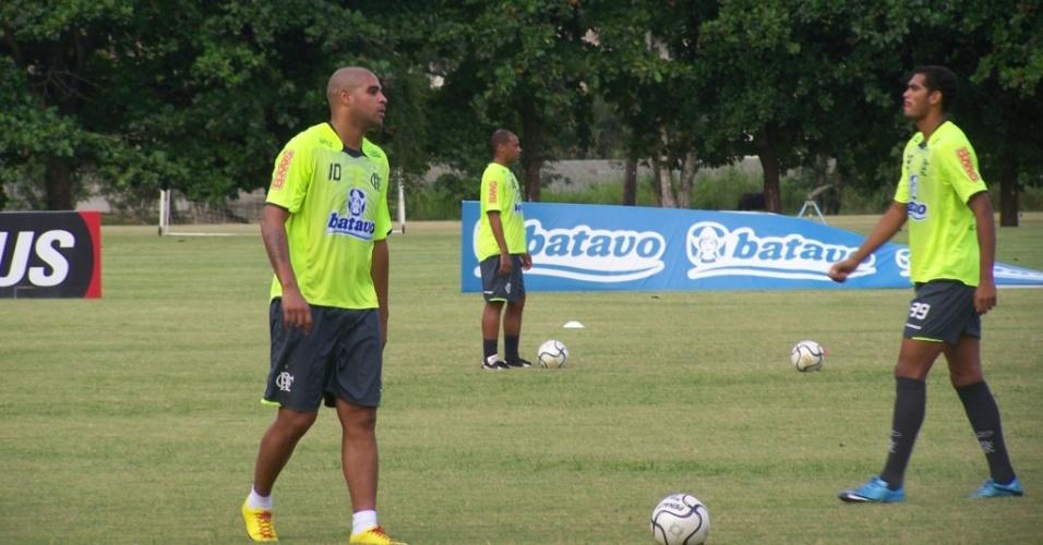 Adriano em ação durante treinamento do Flamengo, no Ninho do Uurubu