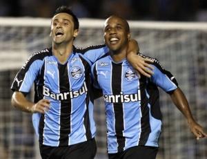 Grêmio e Fluminense entram em campo com trio de atacantes de 42 gols ... 389a112e48950
