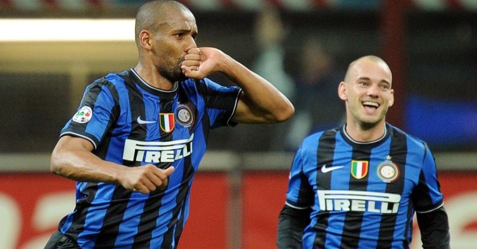 Maicon comemora gol que marcou no jogo da Inter de Milão contra a Juventus