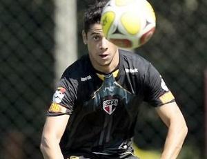 Cicinho participa de treino do São Paulo; jogador será liberado para retornar à Roma em agosto
