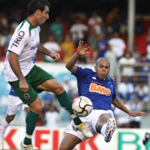 Fernandinho em lance do jogo no Mineirão