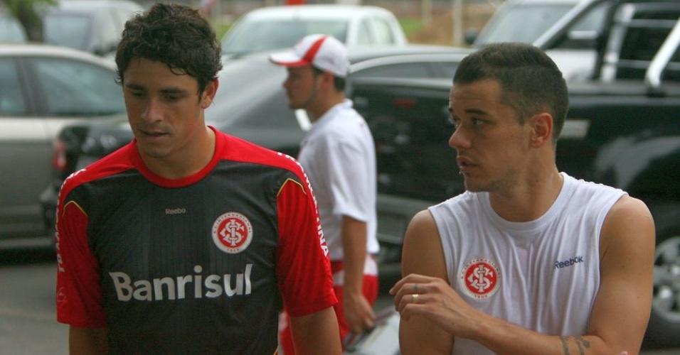 Giuliano e D'Alessandro após treino pelo Internacional