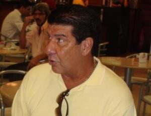 Técnico Joel Santana espera que a diretoria possa trazer até três reforços e, assim, melhorar o plantel