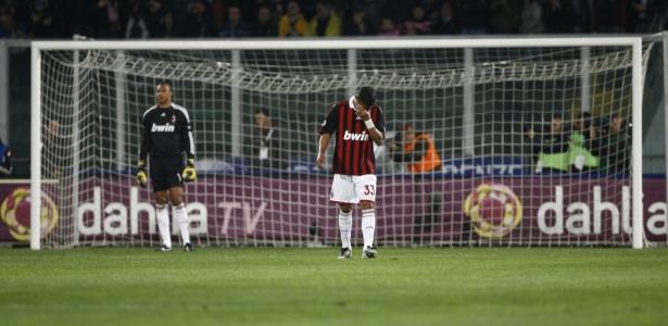 Ao lado do compatriota Dida, brasileiro Thiago Silva lamenta na derrota do Milan para o Palermo pela 35ª rodada do Italiano