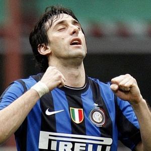 Com um golaço por cobertura, Diego Milito foi um dos destaques da vitória da Internazionale por 3 a 1