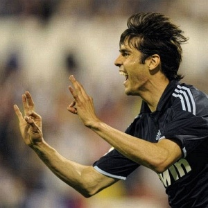 Em seu retorno aos gramados, Kaká fez o gol da vitória do Real Madrid sobre o Zaragoza por 2 a 1