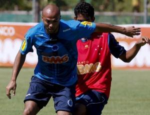 Volante Fábio Santos teve sua contratação confirmada, neste sábado, pela diretoria do Cruzeiro