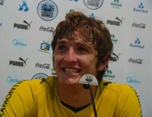 Sorriso de Mário Fernandes entrega possibilidade de 3-5-2; Silas mantém o mistério na escalação