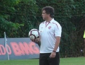 Rogério Lourenço comanda treinamento no Ninho do Urubu; Flamengo voltará a usar o seu CT
