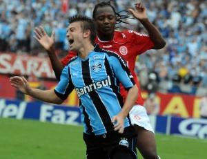 Neuton, 20 anos, estreou no time principal e brilhou na vitória do Grêmio no Gre-Nal da final do Gauchão