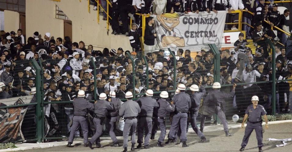 Corinthians é eliminado pelo River da Libertadores de 2006 e torcida entra em confronto com torcida