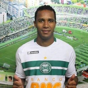 Atacante Jefferson, artilheiro do Campeonato Gaúcho, foi apresentado como reforço do Coritiba