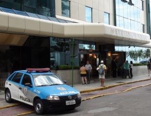 Polícia escolta chegada do Corinthians a hotel