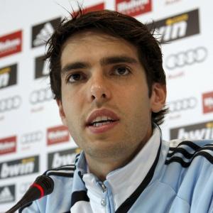 Após operar joelho, Kaká já fala em voltar para Madri e começar a fazer fisioterapia