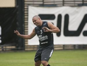 Técnico Mano Menezes confia em boa atuação de Ronaldo para superar o Flamengo no Maracanã