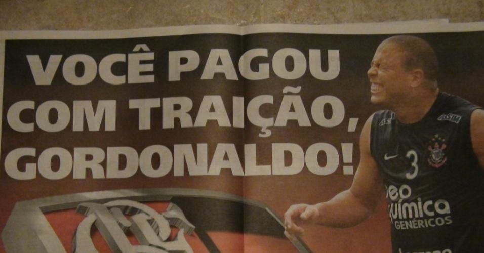Jornal ironiza atacante Ronaldo em pôster no dia do primeiro jogo contra o Flamengo, pela Libertadores