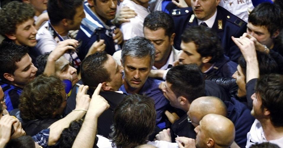 Mourinho é recepcionado com festa em Milão