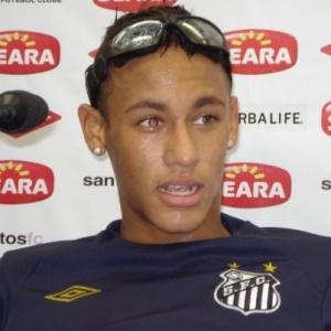 fbda9c0f55880 Neymar treina com óculos