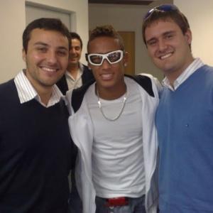 5dae8cb239ab9 Óculos de Neymar é usado por exército israelense e faz jovem sonhar ...