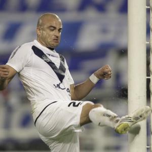Santiago Silva fez um dos gols do Vélez, mas não conseguiu evitar a eliminação do time argentino