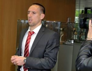 Meia francês Franck Ribéry chega à sede da Uefa