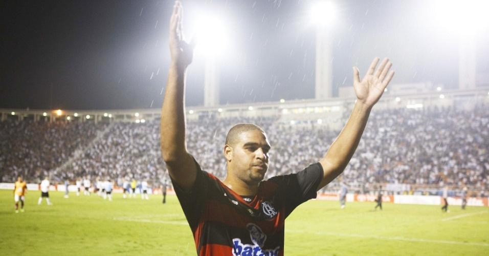 Adriano comemora classificação do Flamengo para as quartas de final da Libertadores