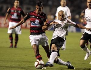 Leo Moura travou bom duelo com Roberto Carlos