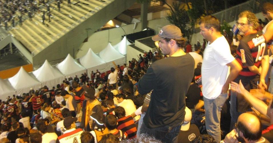 Thiago Lacerda acompanha jogo entre Flamengo e Corinthians no Pacaembu