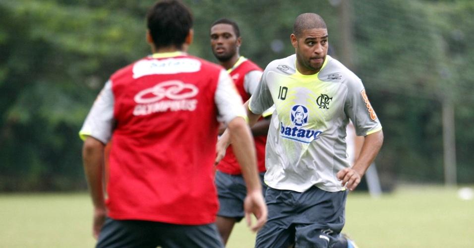 Adriano participa de treino no Flamengo