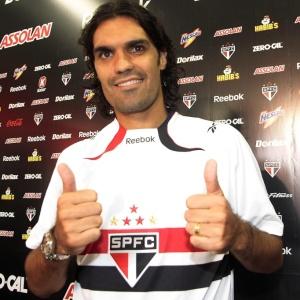 Antes mesmo de ser oficialmente apresentado no São Paulo, Fernandão participou do treino do time nesta manhã e chegou a fazer um gol no rachão