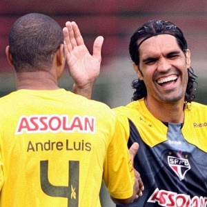 Neste sábado, Fernandão treinou pela primeira<br>vez pelo São Paulo e marcou um gol de cabeça