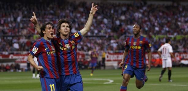 Bojan em sua passagem pelo Barcelona comemora gol ao lado de Lionel Messi