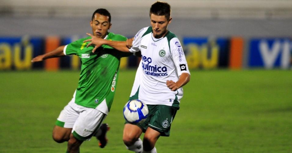 Lance de entre Guarani e Goiás, pela 1ª rodada do Campeonato Brasileiro, no Brinco de Ouro