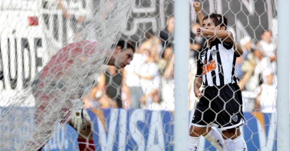 Ricardinho comemora gol do Atlético-MG na partida contra o Vasco pelo Brasileirão