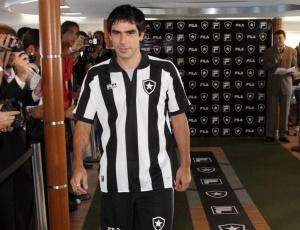 Herrera agora é jogador do Botafogo; atacante firmou contrato com o clube até o fim de 2013