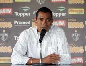 Gilberto Silva não esconde desejo de voltar a jogar no Atlético, mas evitar criar expectativa na torcida