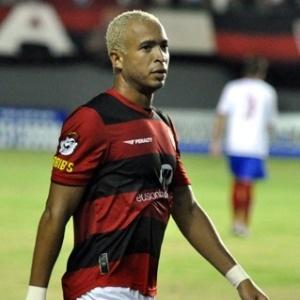Artilheiro do Vitória na temporada, com 18 gols, Júnior volta ao time na partida diante dos goianos