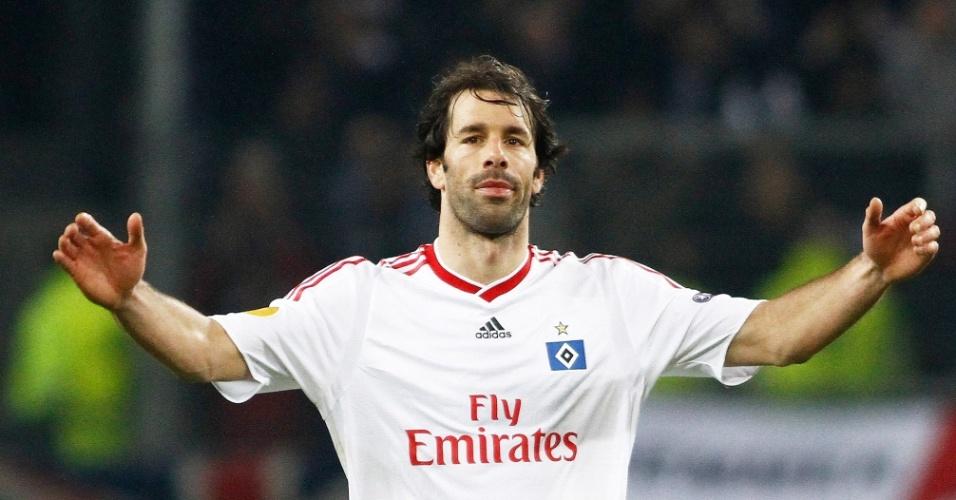 Ruud van Nistelrooy comemora gol do Hamburgo contra o Fulham pela Liga Uefa