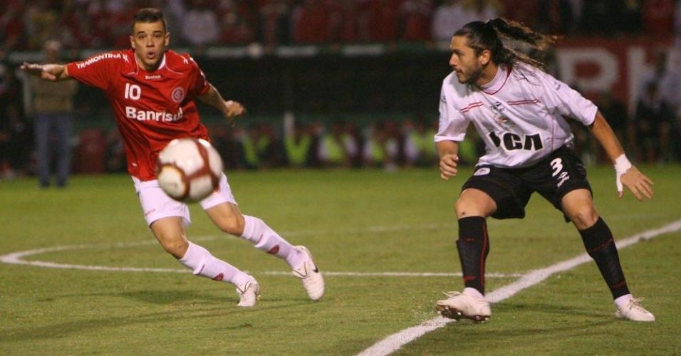 D'Alessandro observa Cellay em jogo no Beira-Rio