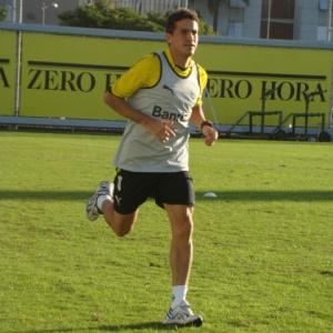 Ferdinando já treina no Olímpico e pode ficar no banco de reservas contra o Avaí, nesta quarta-feira