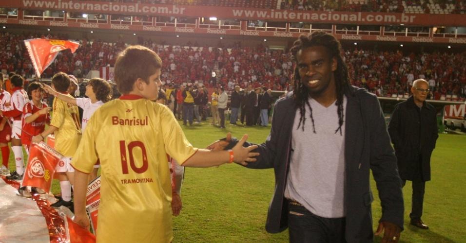 Volante (Tinga) foi reapresentado ao Inter minutos antes da partida contra o Estudiantes no Beira-Rio