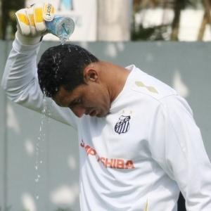 Fábio Costa tem treinado separadamente no CT Rei Pelé. O goleiro segue com o futuro indefinido.