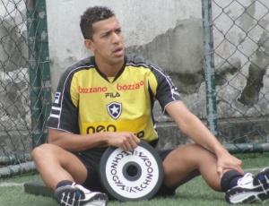 Zagueiro Antônio Carlos precisou passar a folga de dez dias fazendo tratamento na sede do Botafogo