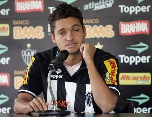 Lateral-direito Diego Macedo admite estar devendo um melhor futebol e quer pagar logo sua dívida