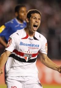 Hernanes pode receber proposta do Lyon e ser o substituto do ídolo Juninho Pernambucano