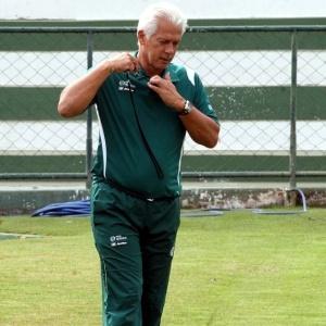 Leão mostra preocupação com o elenco do Goiás e ainda espera por um meia canhoto e por um ala