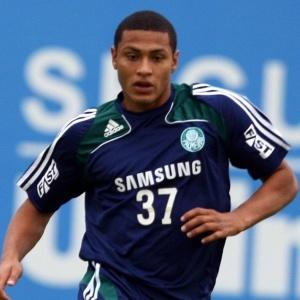 Enquanto não define acordo, Palmeiras treina e joga com uniforme da Samsung