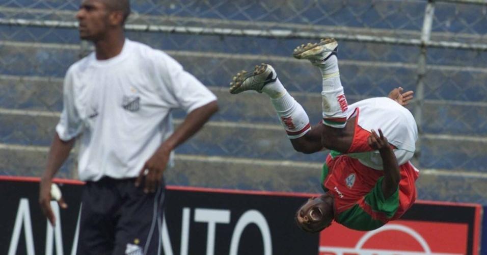 Leonardo comemora gol da Portuguesa