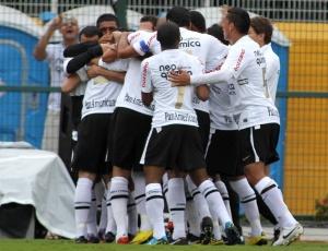 Corinthians comemora um dos 15 gols na Série A. Desempenho é superior ao de 2005, com Tevez